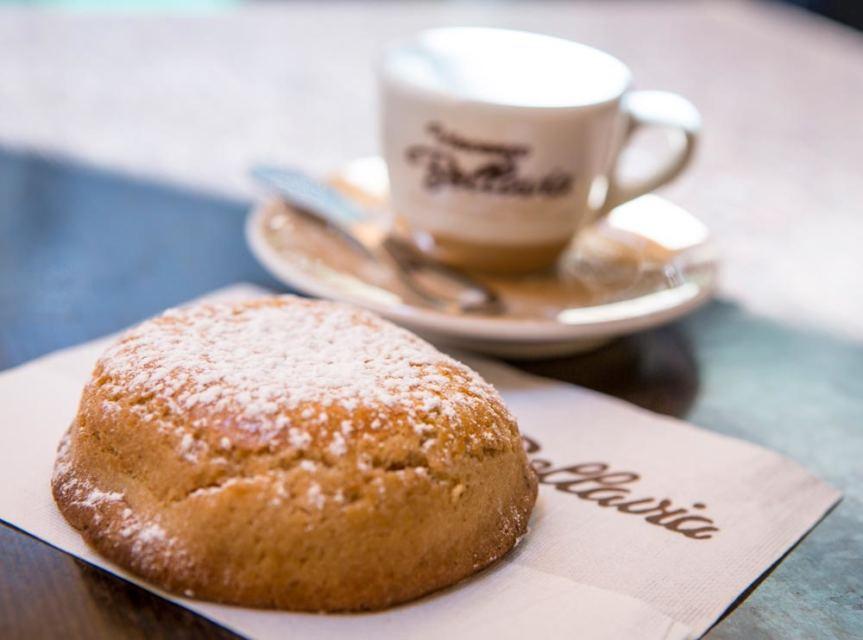 Le regole del vivere bene, partono dalla colazione: caffè e sfogliatella, mai rinunciarci!